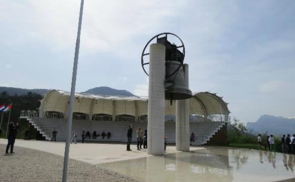Campana-dei-caduti-Rovereto-monumento-e-piazzale