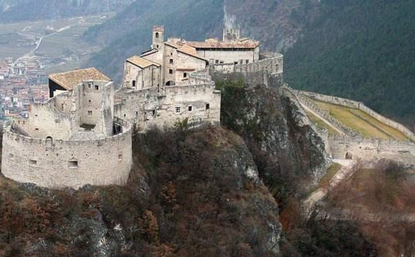 Castel-Beseno-Besenello-esterno1