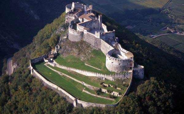 Castel-Beseno-Besenello-esterno2