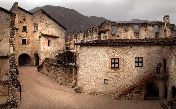 Castel-Beseno-Besenello-interno-conservato