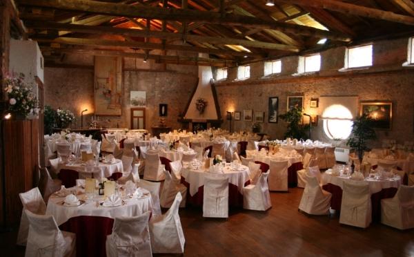 Castel-Ivano-di-Fracena-sala-da-pranzo