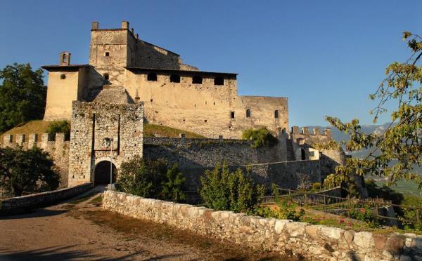 Castel-Noarna-Nogaredo-esterno2