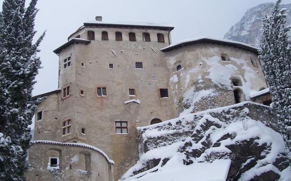 Castel-Pietra-Calliano-esterno-inverno