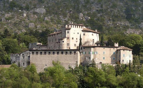 Castel-Pietra-Calliano-esterno