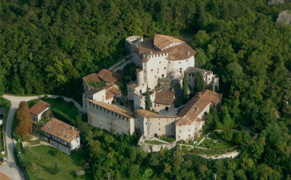 Castel-Pietra-Calliano-vista-dall'alto