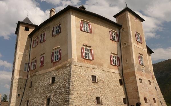 Castel-Thun-Vigo-di-Ton-facciata-principale