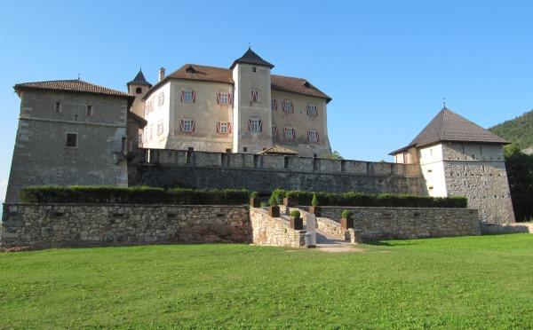 Castel-Thun-Vigo-di-Ton-giardino2