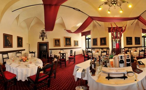 Castel-Toblino-Lago-di-Toblino-ristorante2