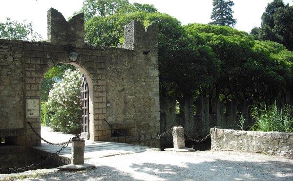 Castel-Toblino-Sarche-ingresso-viale
