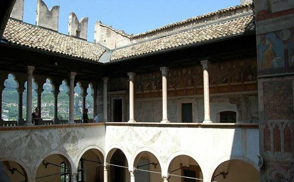 Castello-Buonconsiglio-Trento-loggiato