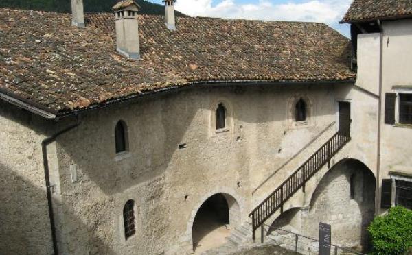 Castello-Stenico-interno1