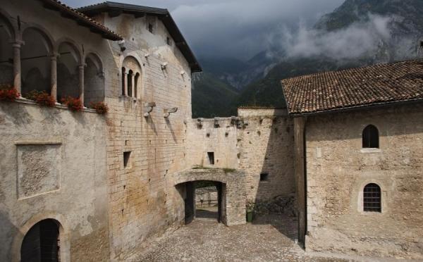Castello-Stenico-interno2