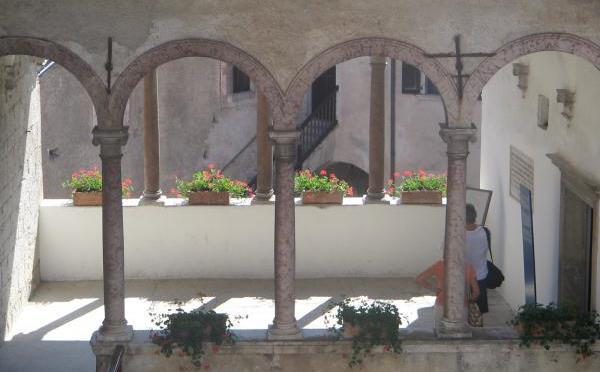 Castello-Stenico-porticato