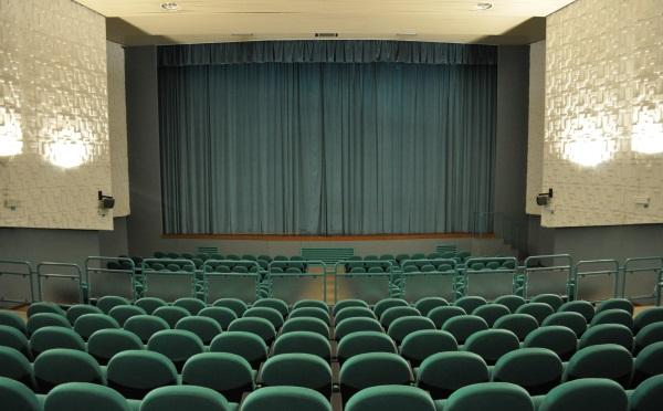 Centro-congressi-Cinema-Cles-sala-interna2