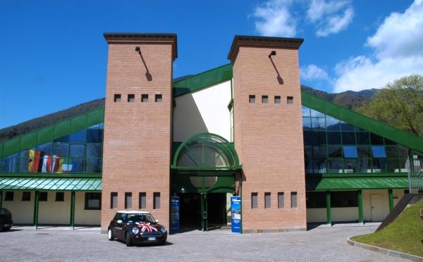 Centro-congressi-Palalevico-Levico-Terme-esterno