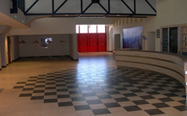 Centro-congressi-Palalevico-Levico-Terme-foyer