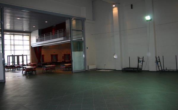 Centro-congressi-Palanaunia-Fondo-sala-vetri