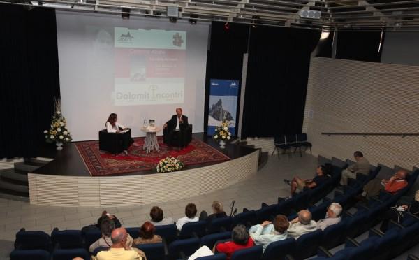 Centro-congressi-Sass-Maor-San-Martino-palco