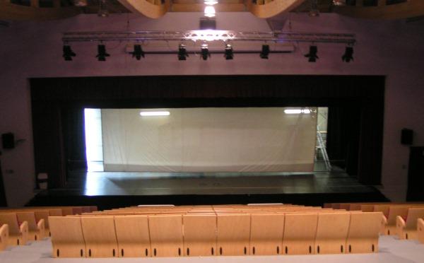 Centro-congressi-Teatro-di-Taio-sala