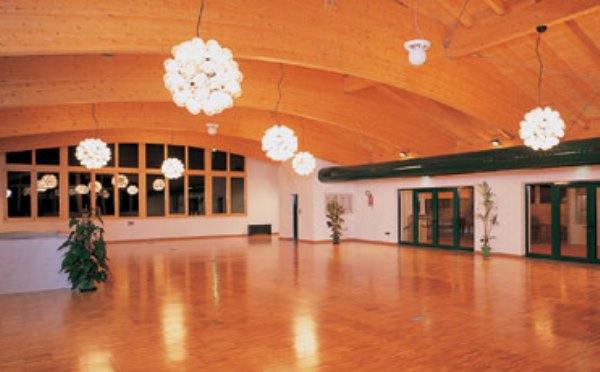 Centro-congressi-alla-sosta-dell'imperatore-Folgarida-salone-delle-feste