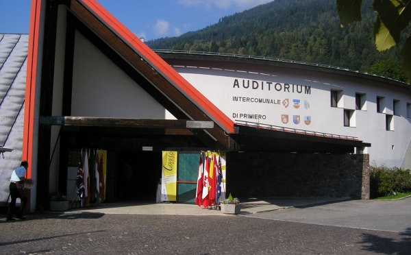Centro-congressi-auditorium-Fiera-di-Primiero-esterno