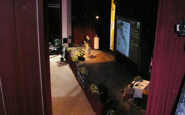 Centro-congressi-auditorium-Fiera-di-Primiero-palco