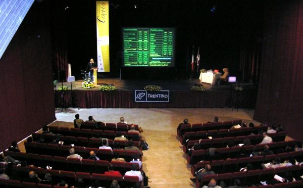 Centro-congressi-auditorium-Fiera-di-Primiero-platea