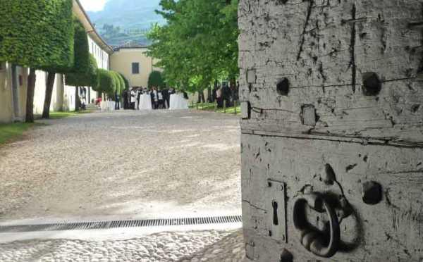 Dimora-storica-Palazzo-Lodron-Nogaredo-cortile