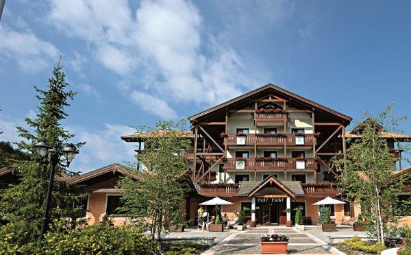Golf-Hotel-Folgaria-esterno-entrata