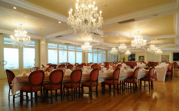 Grand-Hotel-Liberty-Riva-del-Garda-allestimento-tavoli