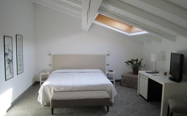 Hotel-Accademia-Trento-junior-suite-con-idromassaggio