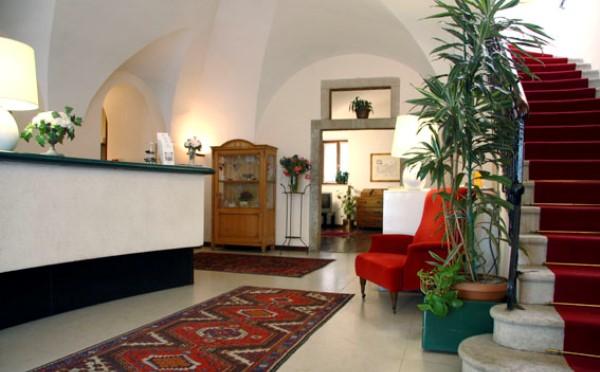 Hotel-Accademia-Trento-reception