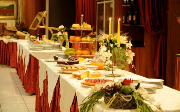 Hotel-Alpholiday-Dolomiti-Dimaro-buffet