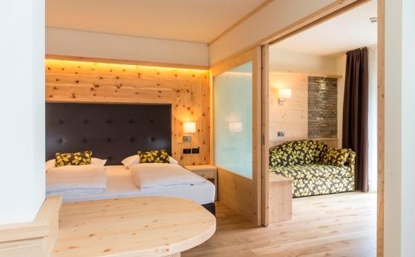 Hotel-Alpholiday-Dolomiti-Dimaro-camera-da-letto