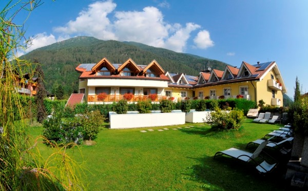 Hotel-Alpholiday-Dolomiti-Dimaro-esterno