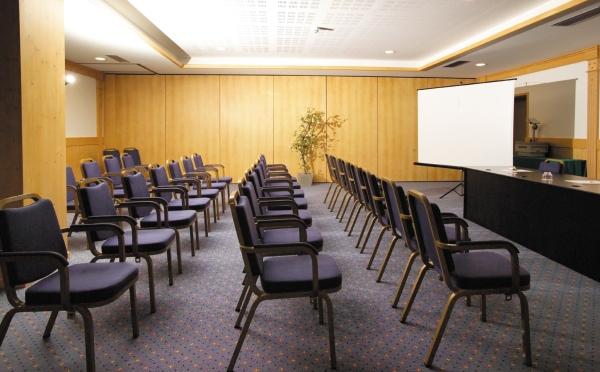 Hotel-Alpholiday-Dolomiti-Dimaro-sala-conferenze