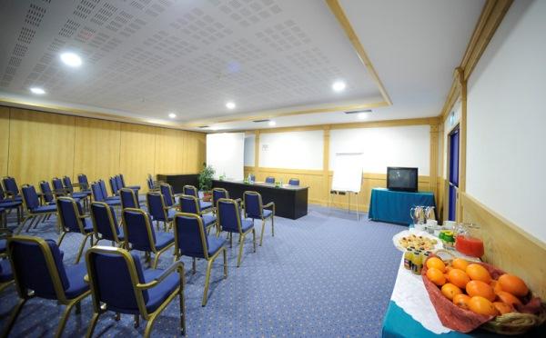 Hotel-Alpholiday-Dolomiti-Dimaro-sala-conferenze2