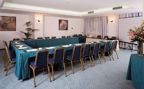 Hotel-Alpholiday-Dolomiti-Dimaro-sala-meeting