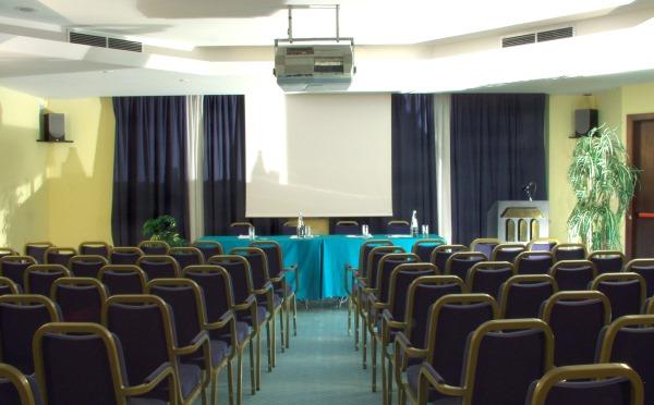 Hotel-Alpholiday-Dolomiti-Dimaro-sala-meeting2