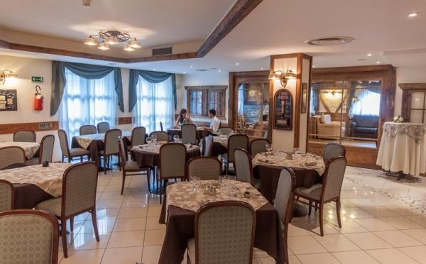 Hotel-Alpholiday-Dolomiti-Dimaro-sala-ristorante