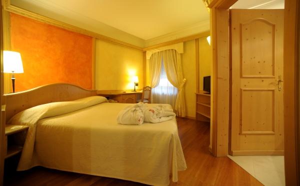 Hotel-Ancora-Predazzo-camera-da-letto