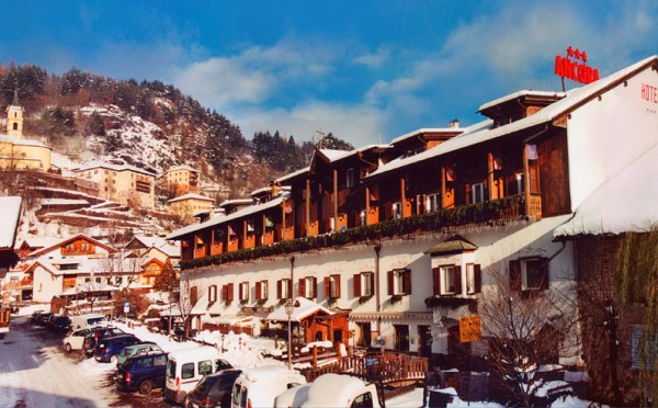 Hotel-Ancora-Predazzo-esterno-in-inverno