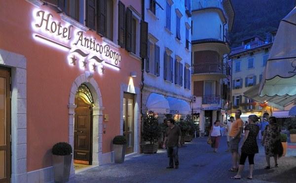 Hotel-Antico-Borgo-Riva-esterno