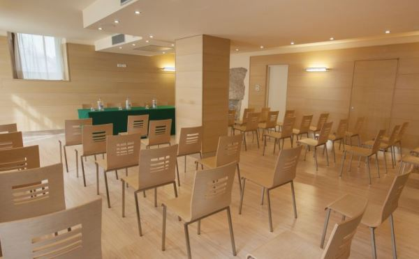 Hotel-Antico-Borgo-Riva-sala-meeting