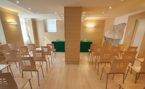 Hotel-Antico-Borgo-Riva-sala-meeting2