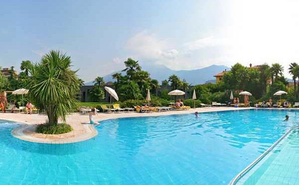 Hotel-Astoria-Riva-del-Garda-piscina2