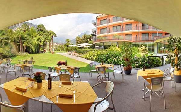 Hotel-Astoria-Riva-del-Garda-veranda