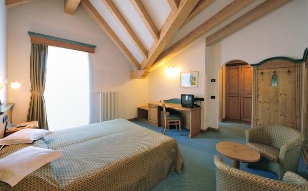Hotel-Bellavista-Cavalese-camera-da-letto