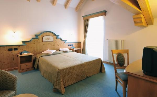 Hotel-Bellavista-Cavalese-camera-da-letto2