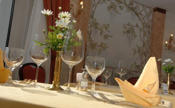 Hotel-Bellavista-Levico-Terme-allestimento-tavoli